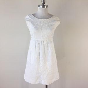 J Crew XS 2 White Embroriered Shift dress pockets